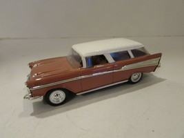 ROAD SIGNATURE DIECAST CAR 1957 CHEVY NOMAD BROWN W/WHITE HOOD 1/43  M24 - $14.65