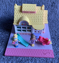 Vintage 1993 Polly Pocket Toy Shop Bluebird Complete With Dolls - $27.71