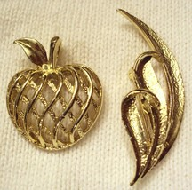 Gerrys Pin Lot Mid Century Modern Vtg Art Deco 3D Apple & Textured Leaf Brooch - $19.76