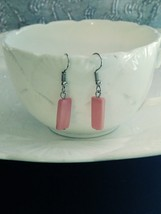 pink shell rectangle earrings handcrafted - $6.44