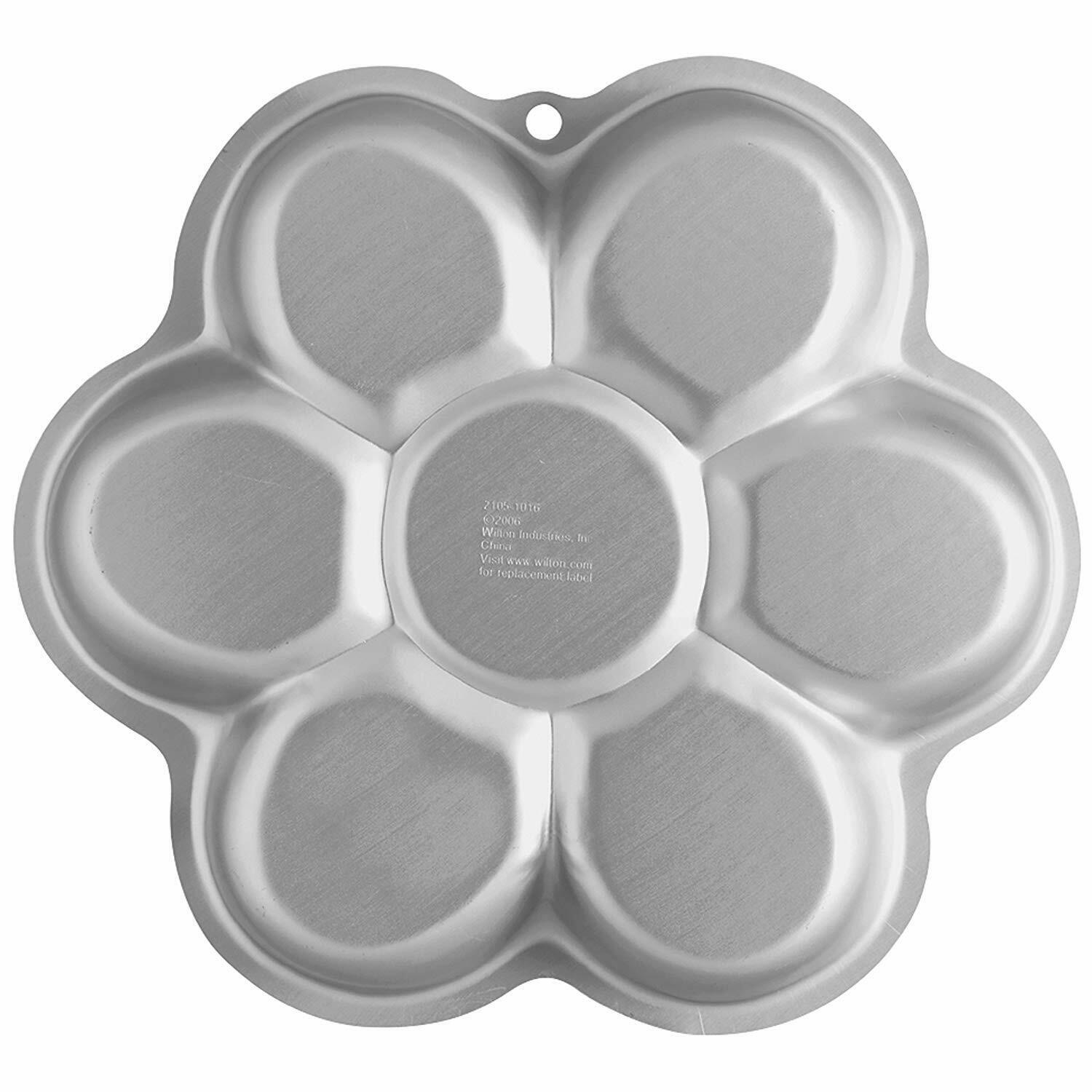 Primary image for Wilton Dancing Daisy Cake Pan (2105-1016)