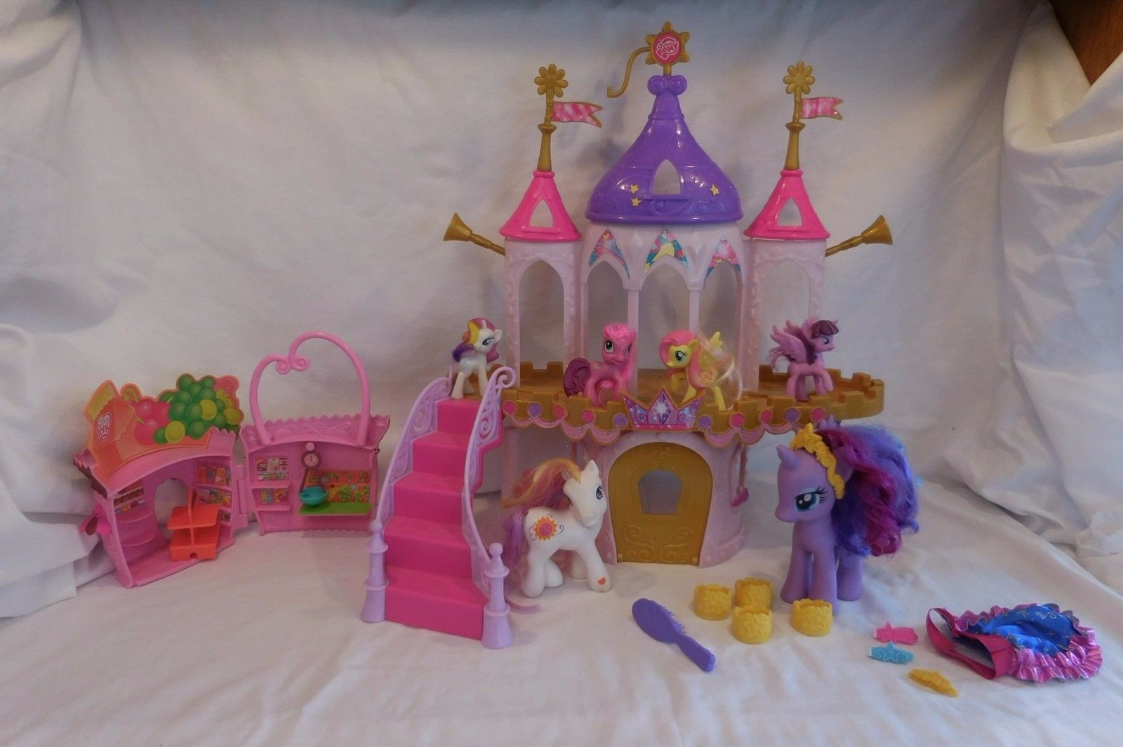 My little pony princess wedding castle and 38 similar items for Little princess castle