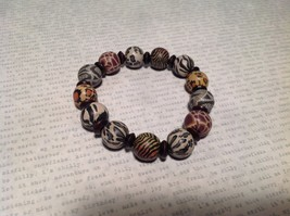 Beige and Black Beaded Bracelet w Striped Pattern w Elastic Band