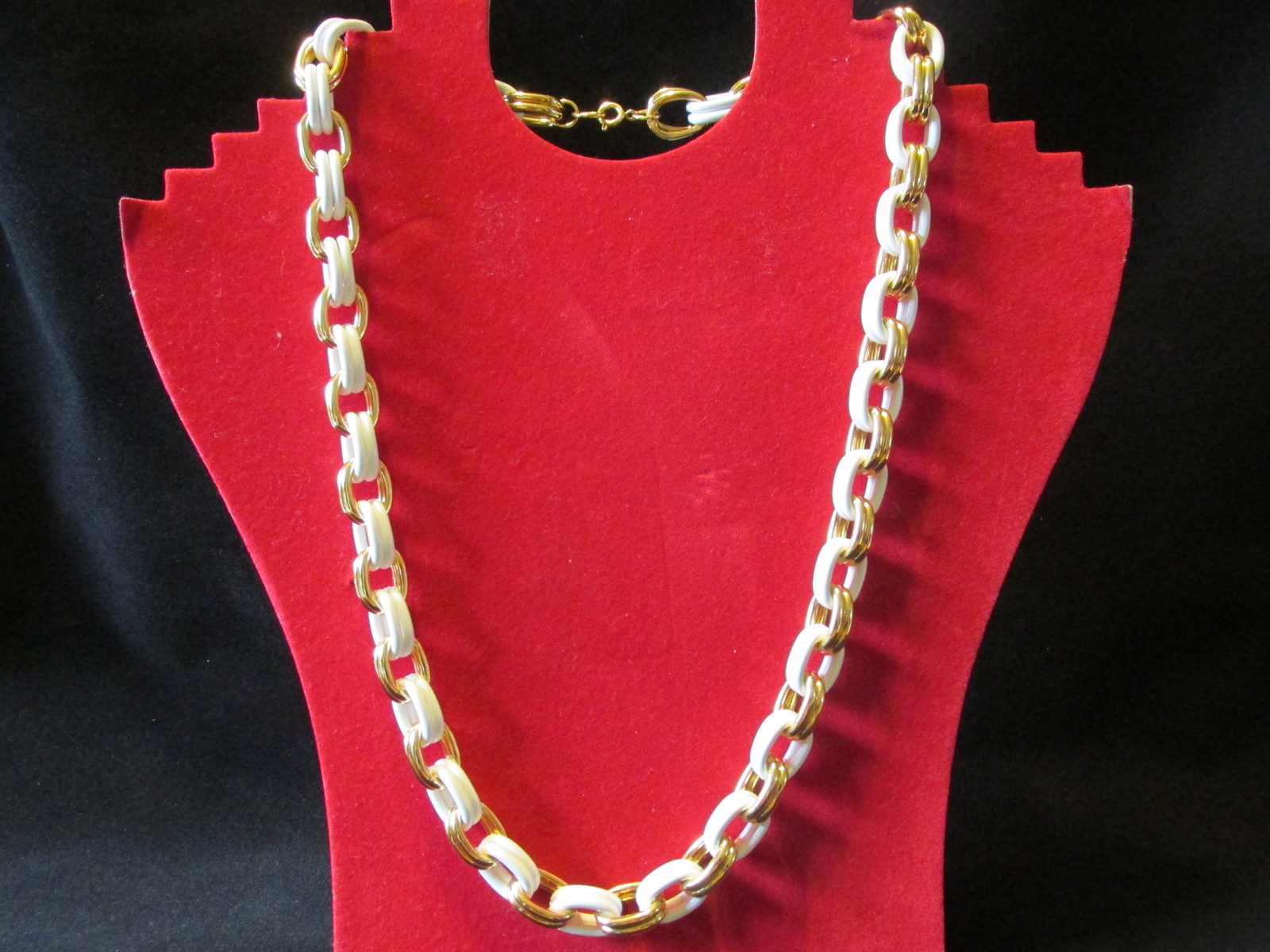 "Retro / Vintage Avon ""Spectator Link"" Chain Necklace, White & Gold Toned - 1993"