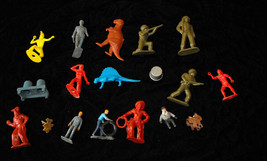 Vintage Play Set Figures Lot toy soldiers green army men cowboys Indians... - $24.99