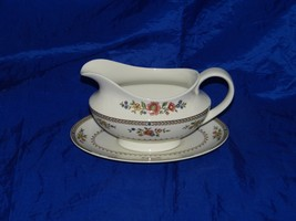 Royal Doulton Kingswood Gravy Boat with Underplate 18179 - $153.91
