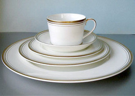 Monique Lhuillier Royal Doulton Ruban D'or 5 Piece Place Setting Made in UK New - $54.90