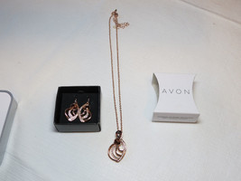 Ladies Womens Avon Coming Up Roses Necklace & Earrings Gift Set F3987981... - $29.69