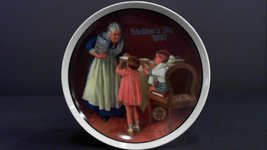 Mother's Day Grandma's Surprise Norman Rockwell Edwin M. Knowles Plate 1... - $19.80