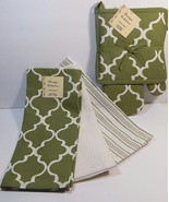 Kitchen Set 1 Pot Holder 1 Oven Mitt 3 Dish Towels Sage Quatrefoil - £19.47 GBP