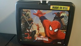 MARVEL ULTIMATE SPIDERMAN ACTION HERO PLASTIC LUNCH BOX FOR BOYS AND GIRLS - $11.29