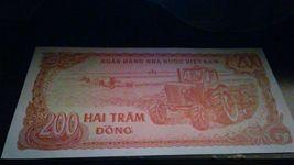 VIETNAM #100a 1987 MINT 200 DONG BANKNOTE - $2.75