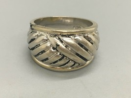 Vintage Sterling Silver Crossover Ring in a Size 7.75 - $7.92