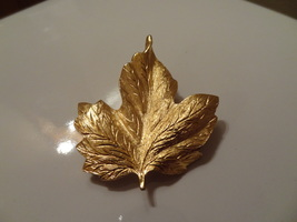 Vintage Monet Costume Jewelry Gold Tone Leaf Brooch Pin Great Shape Cl EAN - $9.99