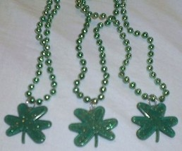 3 Green Shamrock St Patricks Day Mardi Gras Bead Clover Beads - €4,88 EUR