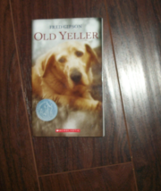 Old Yeller Paperback Chapter Book Fred Gipson - $2.10