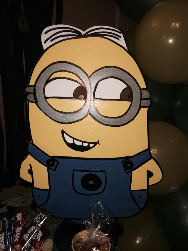 Minions Wood Standees 3 feet Birthday party Centerpiece. Photo Props - One chara