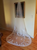 Gorgeous Cathedral Veil Lace Design W/ Metal Comb Light Ivory V-217 - $169.50