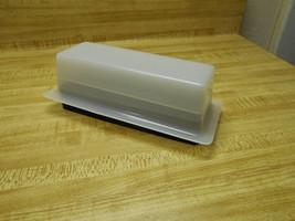 plastic butter dish - €6,77 EUR