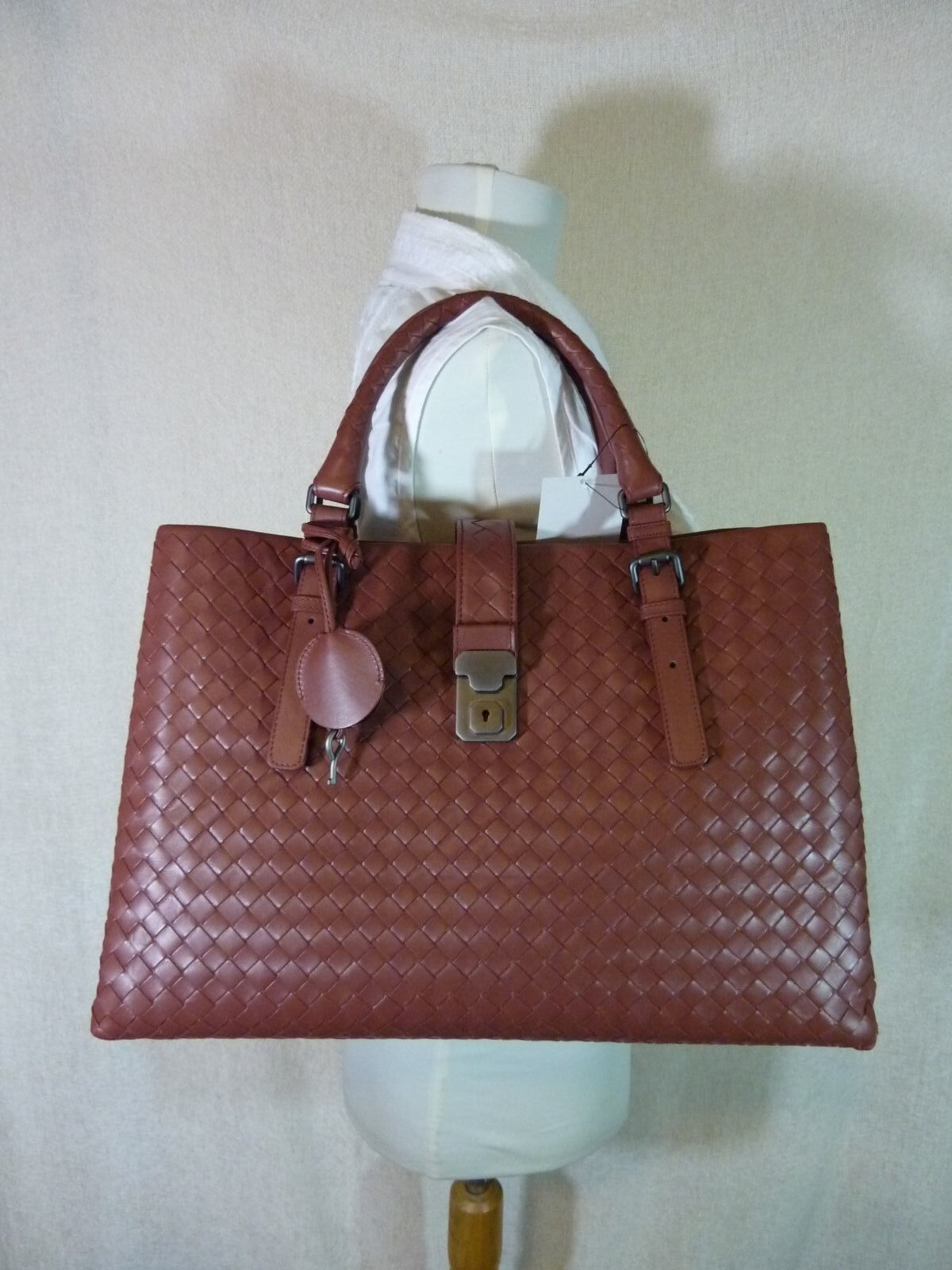 AUTH NWT Bottega Veneta Medium Roma Bag In Russet Intrecciato Calf Leather image 2