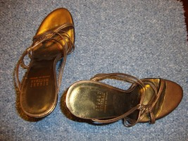 STYLISH NEW STUART WEITZMAN BRONZE STRAPPY LEATHER SANDALS - $135.00