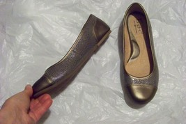 womens b.o.c. by born bronze ballet flats shoes size 7 - $21.77