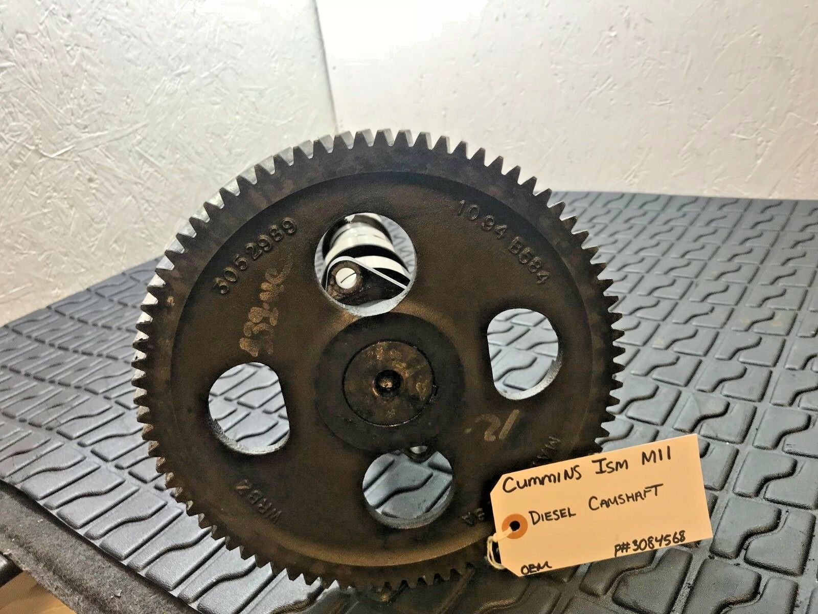 Cummins M11 ISM11 CAMSHAFT 3084568 with Camshaft Gear 3052989 OEM image 2