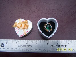 HGE Lindy gold ring green stone heart box with bow - $6.00
