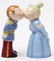 Salt & Pepper Shakers Set - Royal Couple - £5.82 GBP