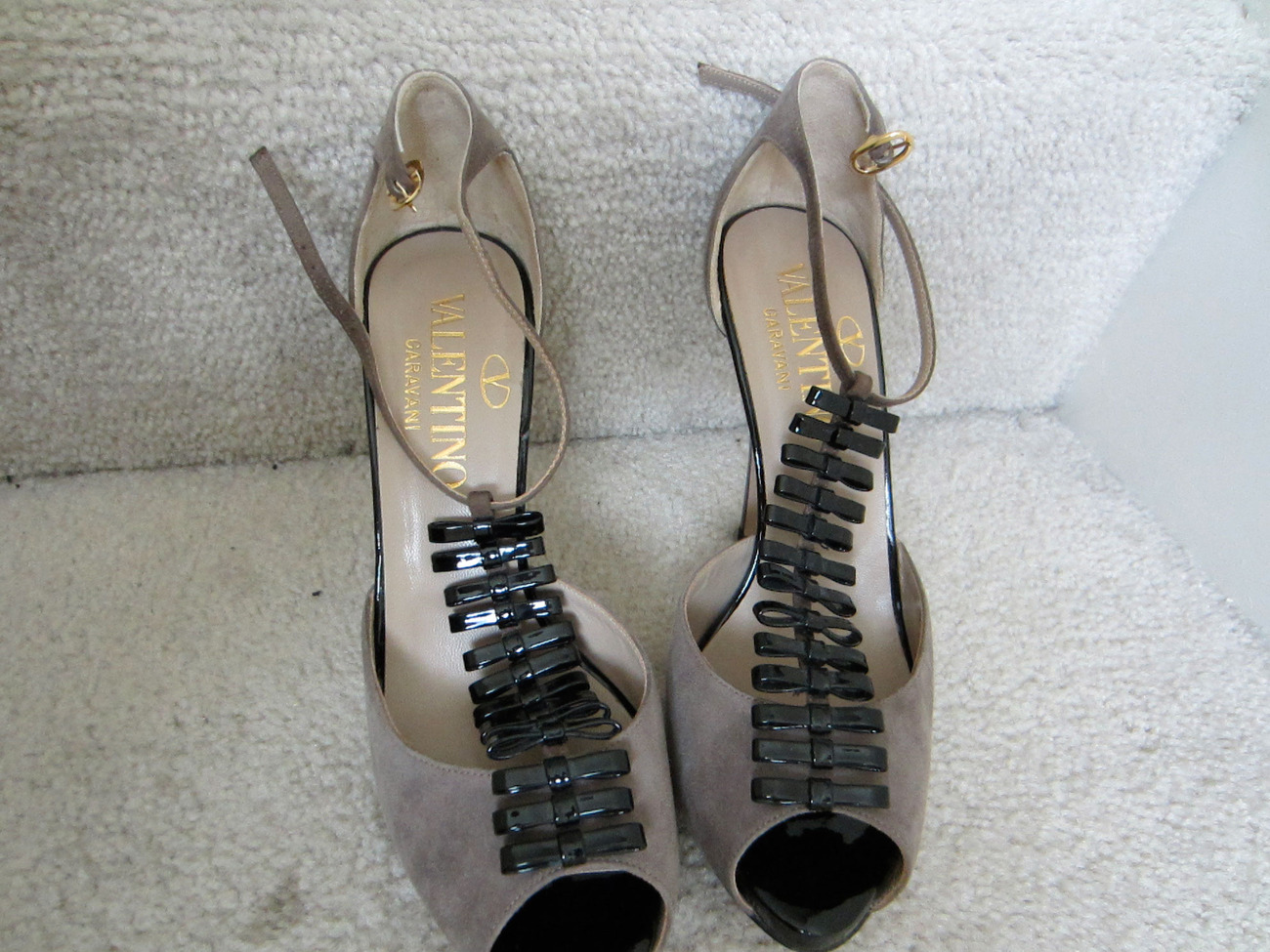 5404c59468ba3 Valentino Garavani Suede & Patent Pump Size and 15 similar items