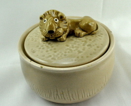 Quon Quon Lion trinket box golden tan ceramic embossed mark - $5.50