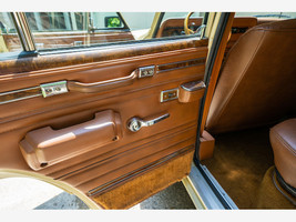 1984 Jeep Grand Wagoneer For Sale In Lewis Center, OH 43035 image 7