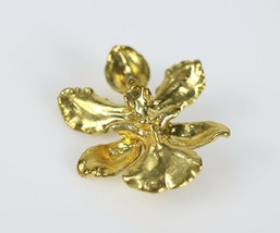 """Vintage Gold Tone Floral Flower Signed """" UNKNOWN """" Brooch Costume Jewelr... - $7.30"""
