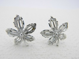VTG SARAH COVentry Signed Silver Tone Flower Clip Earrings - $9.11