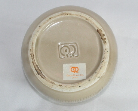 Quon Quon Lion trinket box golden tan ceramic embossed mark