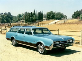 1967 Oldsmobile Vista Cruiser station wagon poster 24x36 inch - $20.78