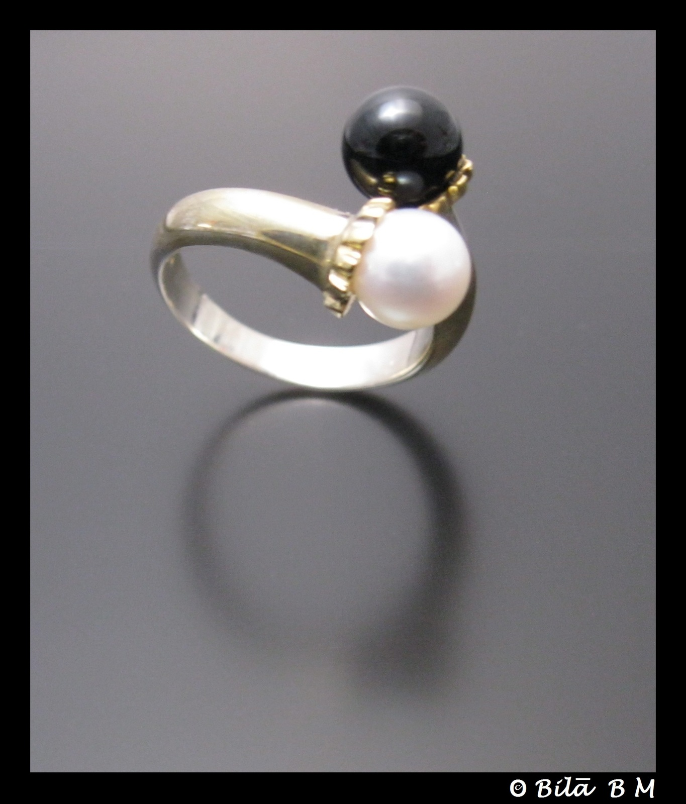 TIFFANY & CO Black and White PEARL Bypass RING in Sterling Silver with 18K Gold