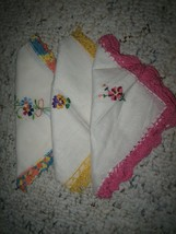 Lot of 3 Vintage Ladies Embroidered Ivory Linen Handkerchiefs Lace - #D - $14.84