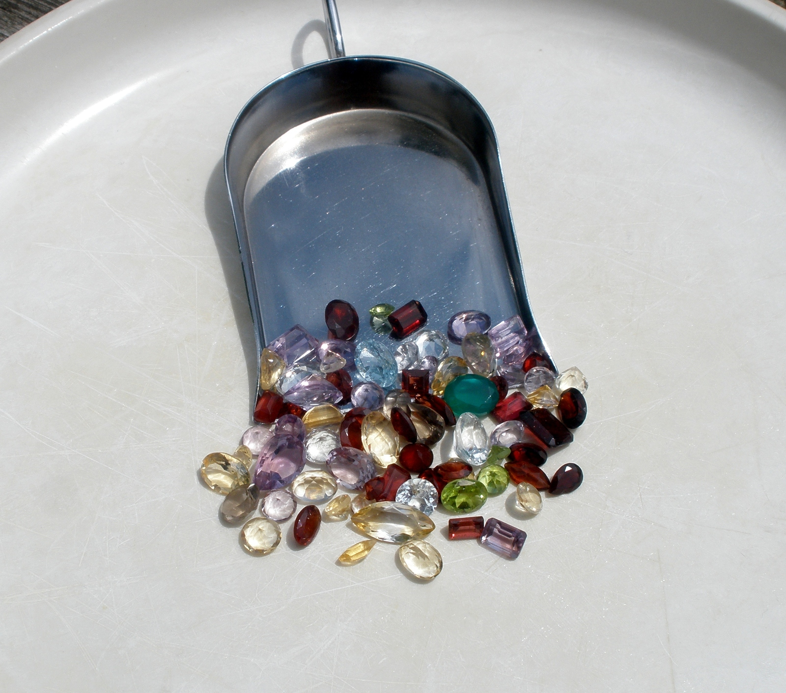 over 50 carats of loose gem mix