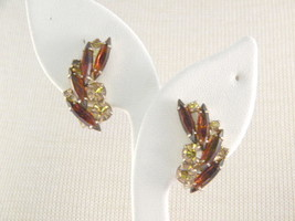 DandE Rhinestone Earrings Signed Madeleine vintage Jewerly - $17.99