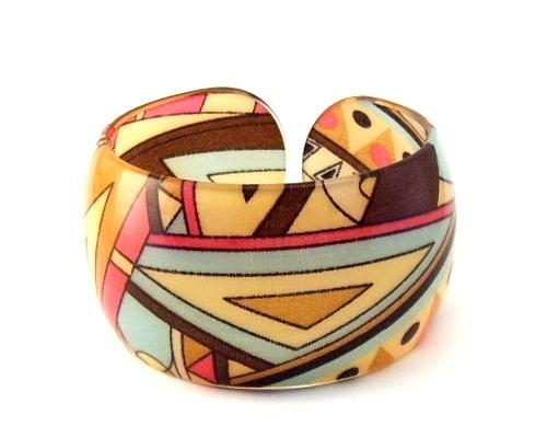 Bracelet bangle lucite geometric design triangular 1