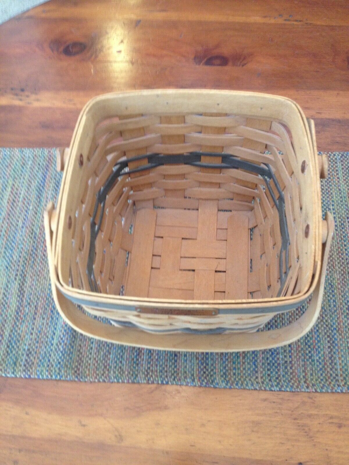 VINTAGE LONGABERGER SIGNED HANDWOVEN CRANBERRY BASKET. CHRISTMAS COLLECTION 1995 image 2