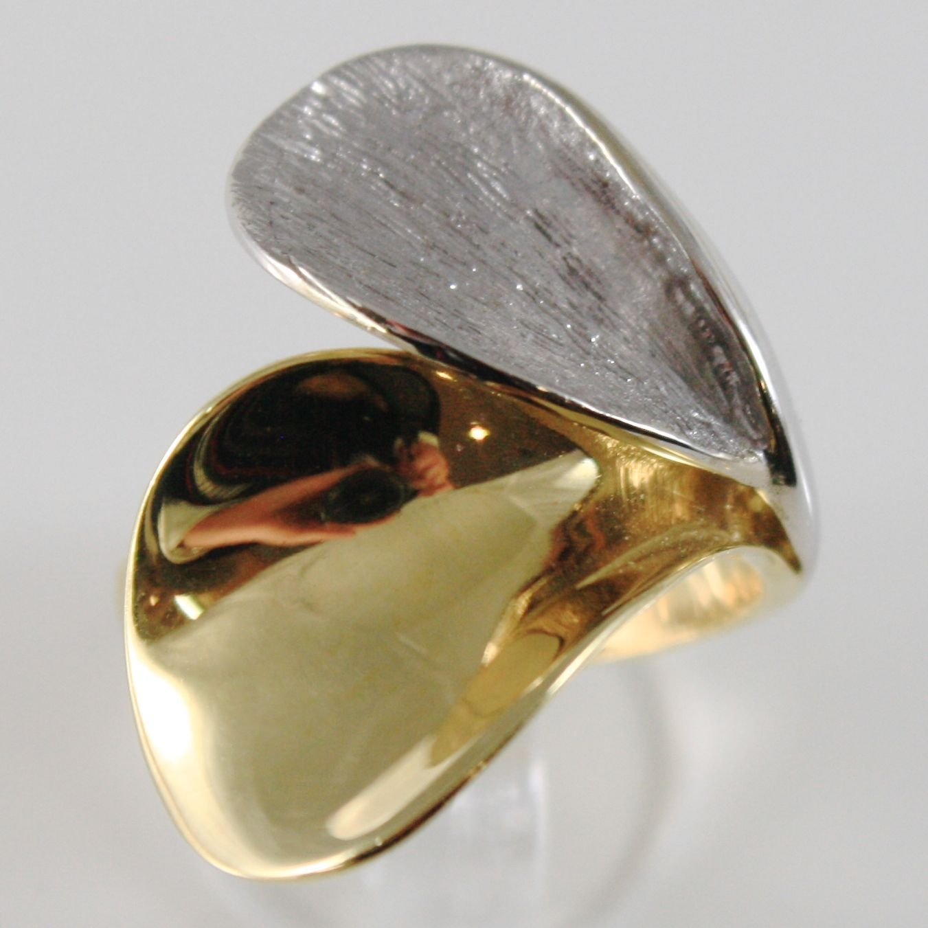 18K YELLOW & WHITE GOLD BAND RING, BIG PETALS LEAVES FINELY WORKED MADE IN ITALY