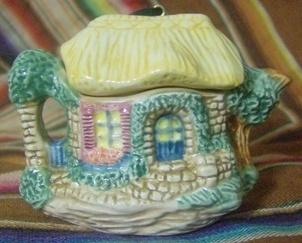 Hallmark Cozy Cottage Teapot 1995 Showcase Ornament