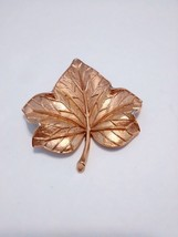 Vintage Crown Trifari Maple Leaf Textured Gold Tone Pin Brooch - $14.01