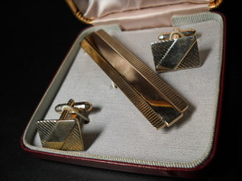 Shields Rectangular Cuff Links and Tie Bar Shields Fifth Ave Presentation Boxed - $17.99