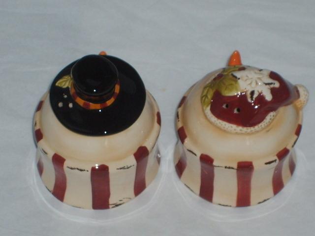 Christmas Snowman Ceramic Salt & Pepper Shaker NEW MINT