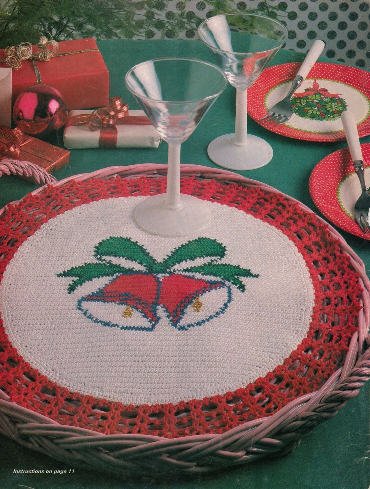 Primary image for Crochet Bells Tray Mat Tannenbaum Runner Xmas Coasters Santa Wall Decor Pattern