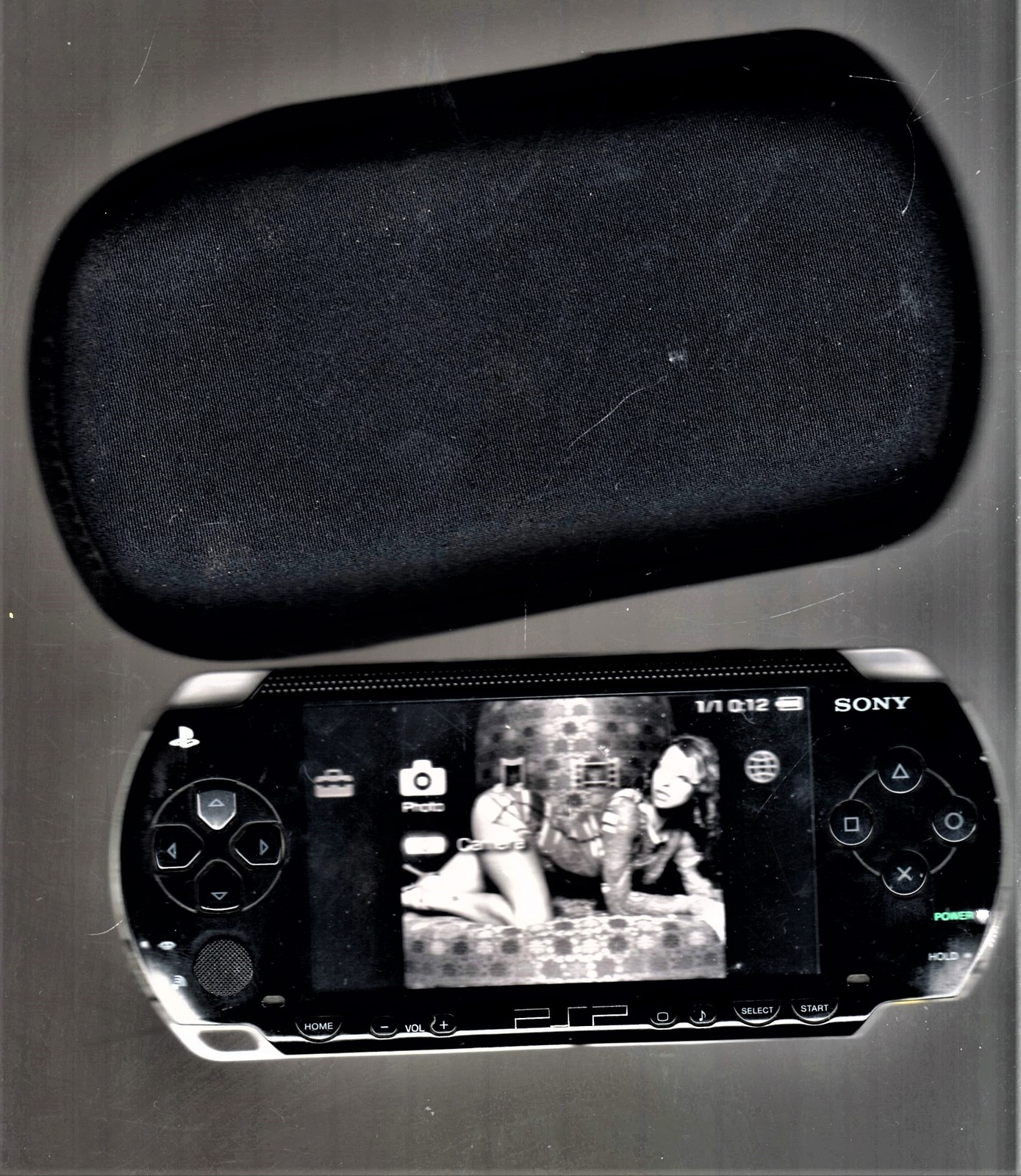 PlayStation Portable PSP 1001 with Power supply, Battery & Cary Case image 5