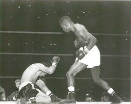 IKE WILLIAMS KO's JESSE FLORES 8X10 PHOTO BOXING PICTURE B/W - $3.95